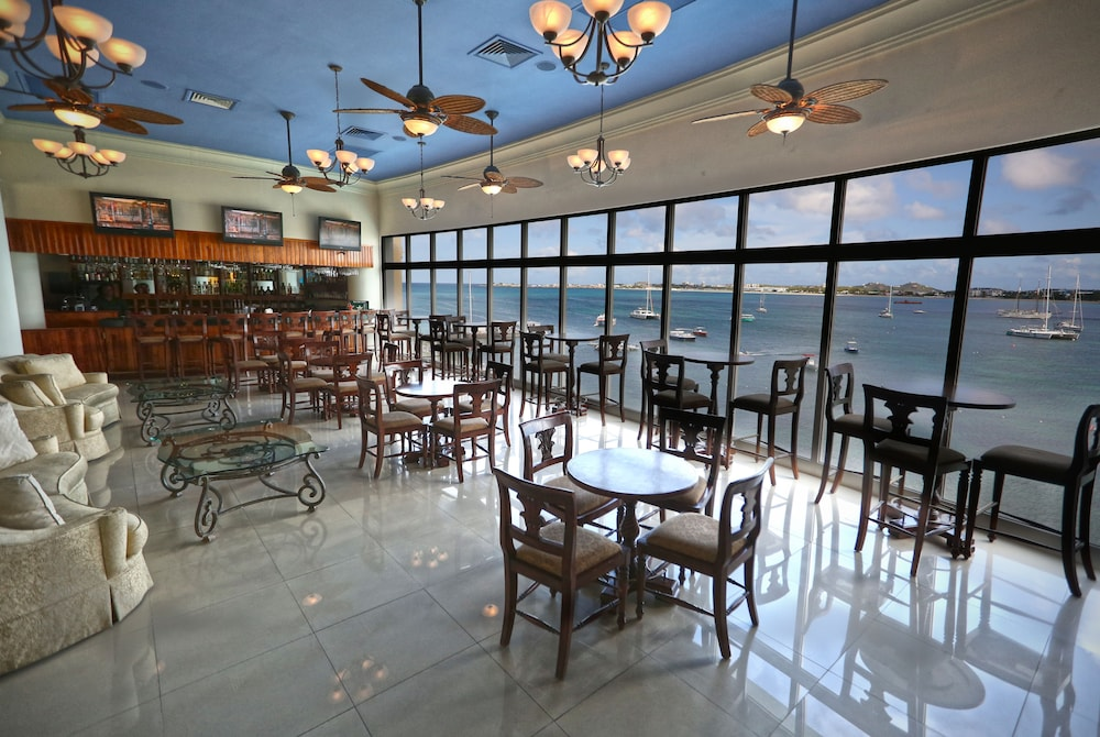 심슨 베이 비치 리조트 & 마리나(Simpson Bay Beach Resort and Marina) Hotel Image 57 - Hotel Bar