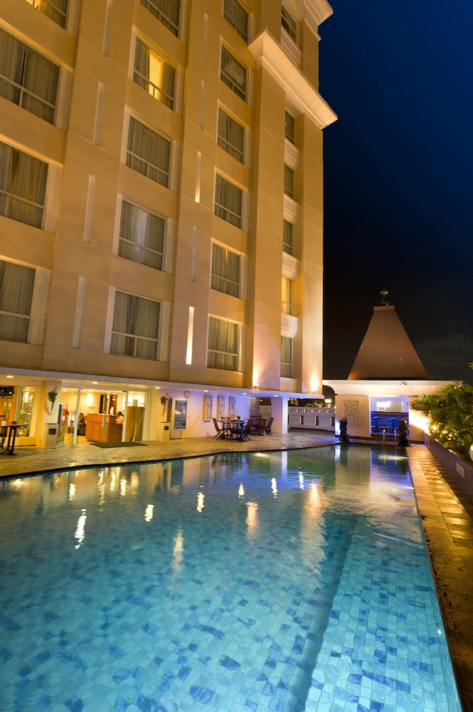 노보텔 세마랑(Novotel Semarang) Hotel Image 27 - Outdoor Pool