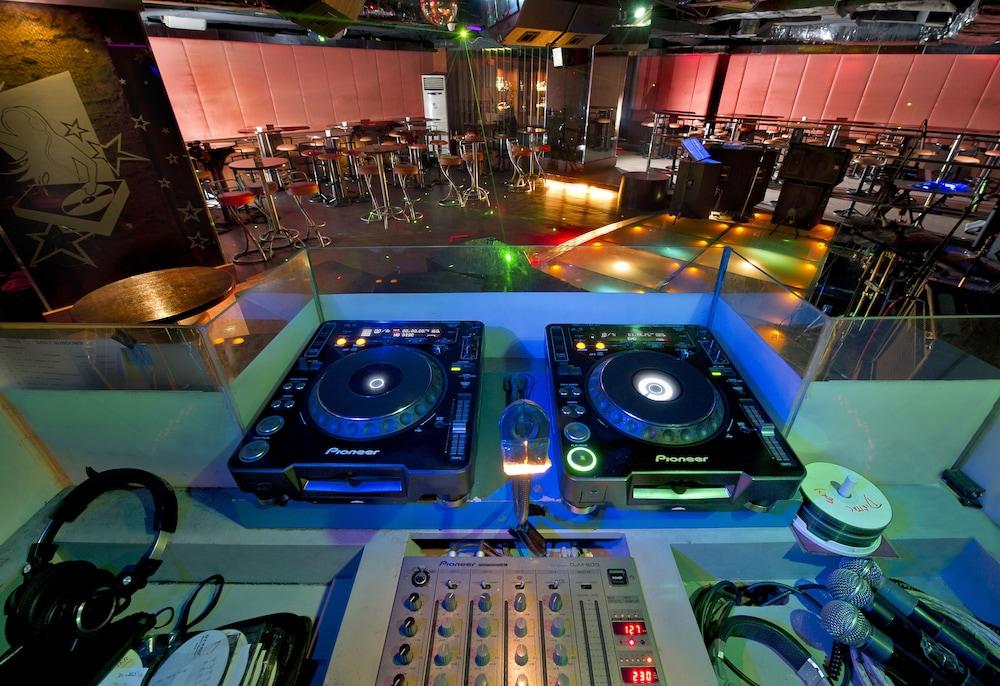 노보텔 세마랑(Novotel Semarang) Hotel Image 62 - Nightclub
