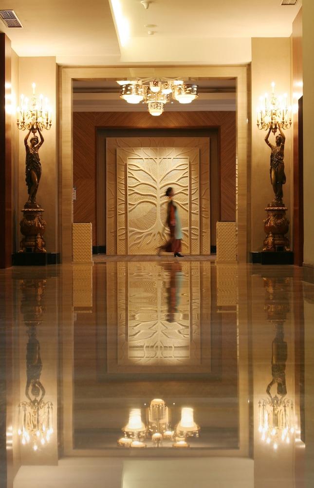 노보텔 세마랑(Novotel Semarang) Hotel Image 1 - Lobby