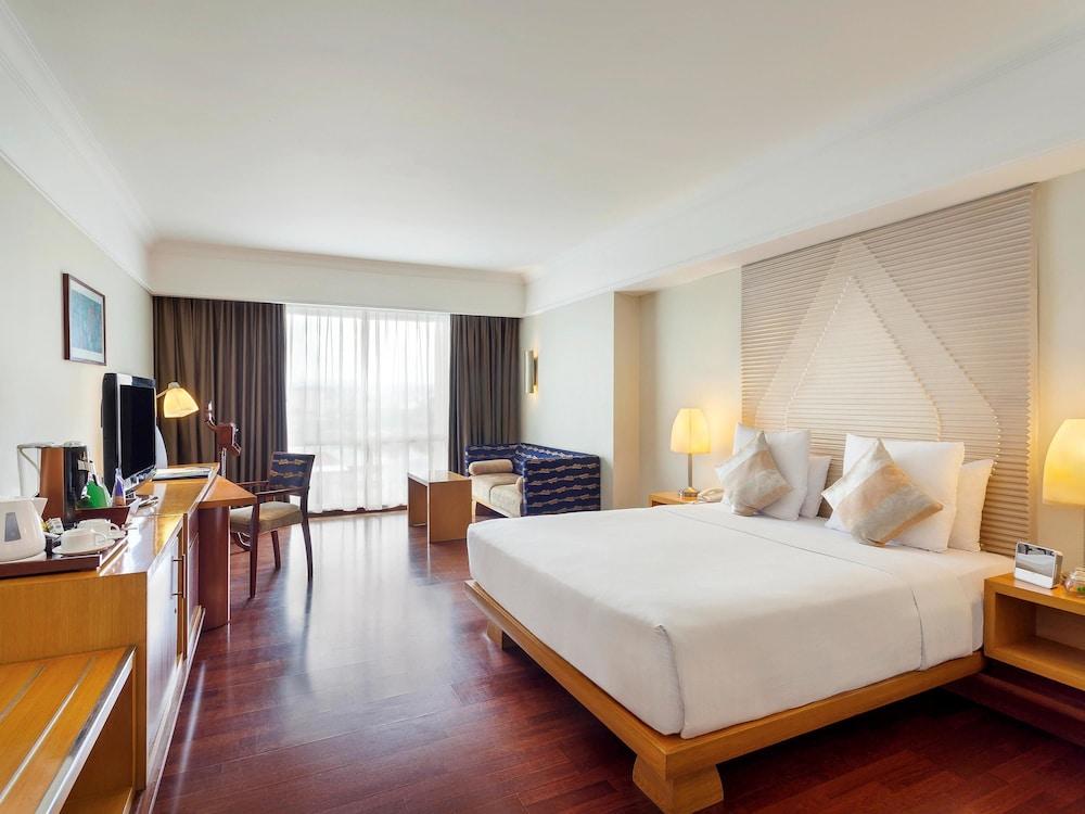 노보텔 세마랑(Novotel Semarang) Hotel Image 15 - Guestroom