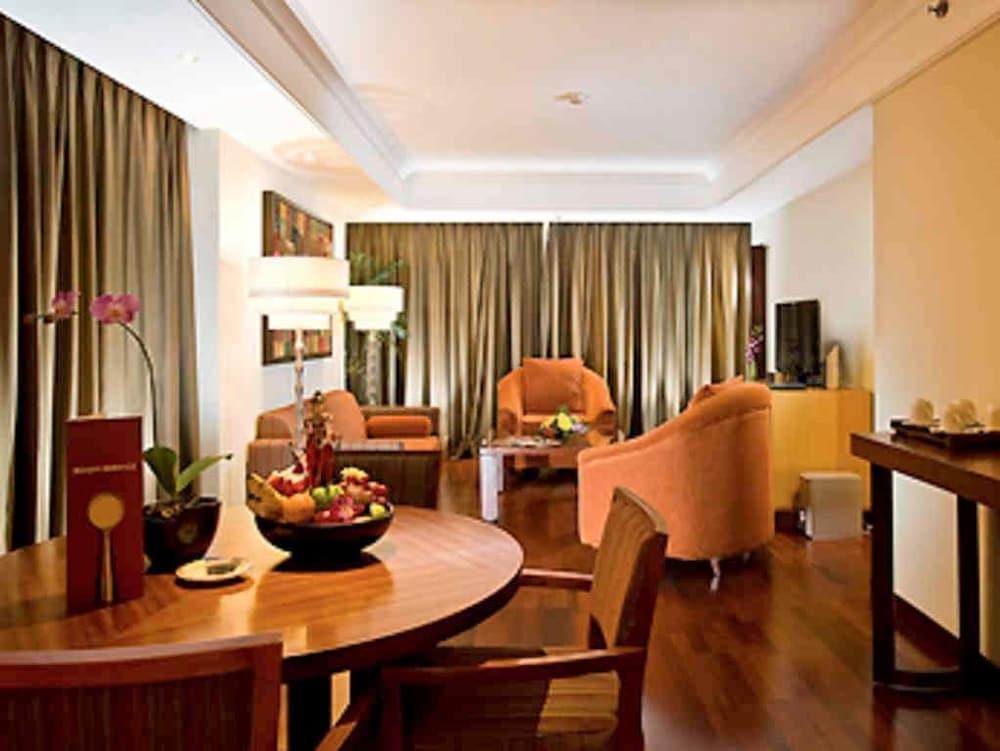 노보텔 세마랑(Novotel Semarang) Hotel Image 16 - Guestroom