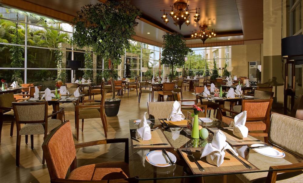 노보텔 세마랑(Novotel Semarang) Hotel Image 48 - Restaurant