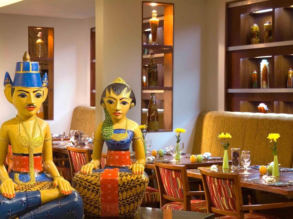 노보텔 세마랑(Novotel Semarang) Hotel Image 49 - Restaurant