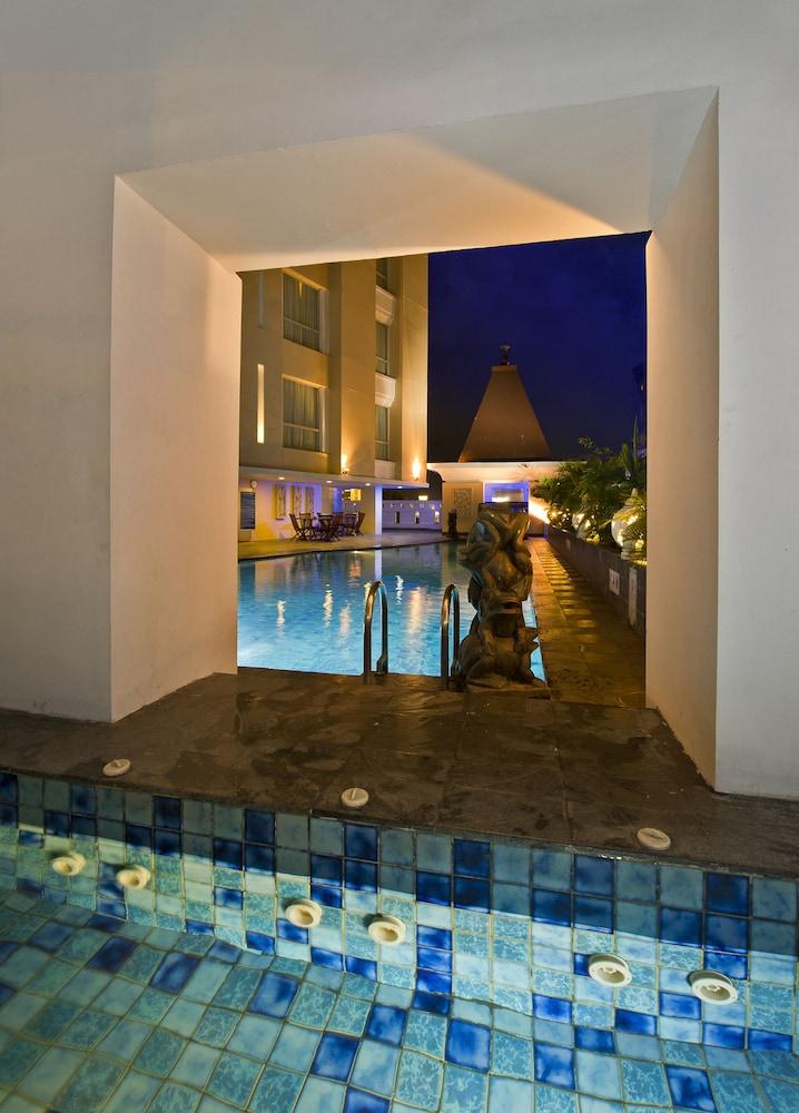 노보텔 세마랑(Novotel Semarang) Hotel Image 26 - Outdoor Pool