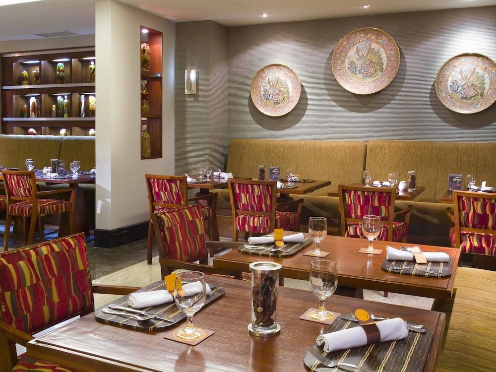 노보텔 세마랑(Novotel Semarang) Hotel Image 51 - Restaurant