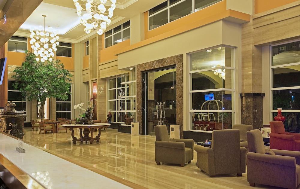 노보텔 세마랑(Novotel Semarang) Hotel Image 4 - Lobby Lounge