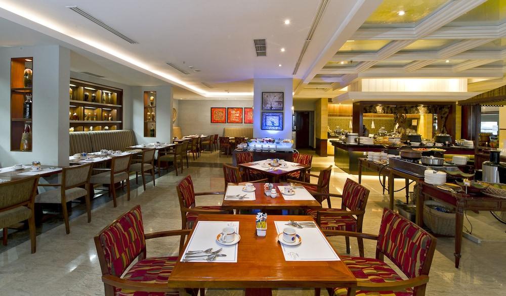 노보텔 세마랑(Novotel Semarang) Hotel Image 46 - Restaurant