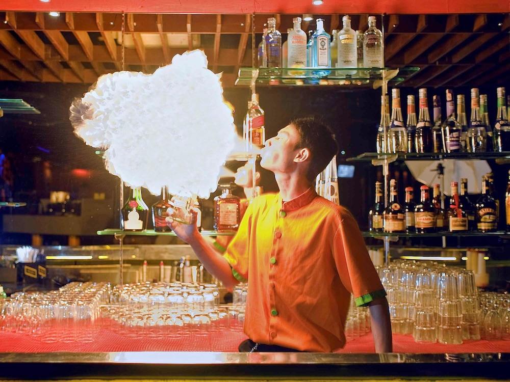 노보텔 세마랑(Novotel Semarang) Hotel Image 59 - Hotel Bar