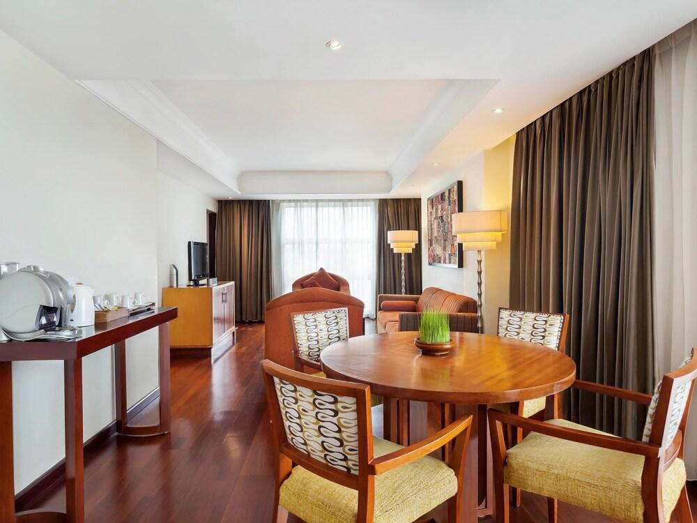 노보텔 세마랑(Novotel Semarang) Hotel Image 19 - Guestroom