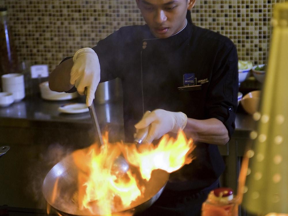 노보텔 세마랑(Novotel Semarang) Hotel Image 45 - Restaurant