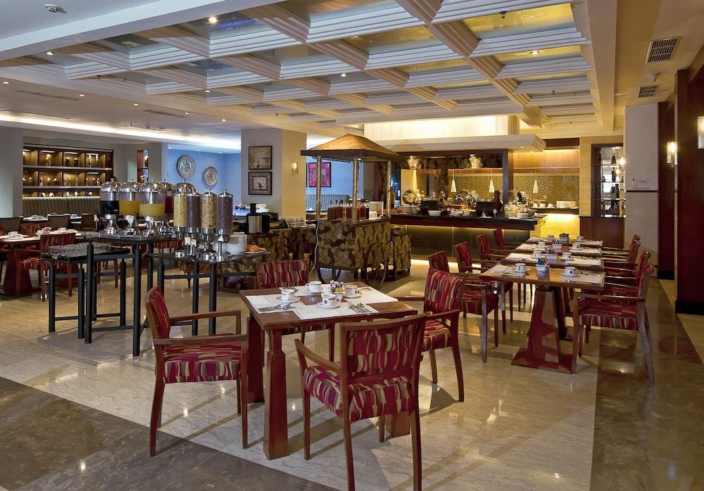 노보텔 세마랑(Novotel Semarang) Hotel Image 44 - Breakfast Area