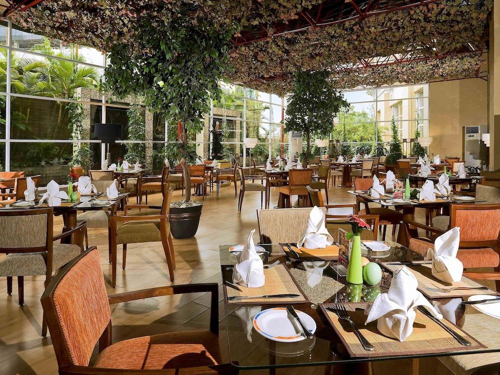 노보텔 세마랑(Novotel Semarang) Hotel Image 54 - Restaurant