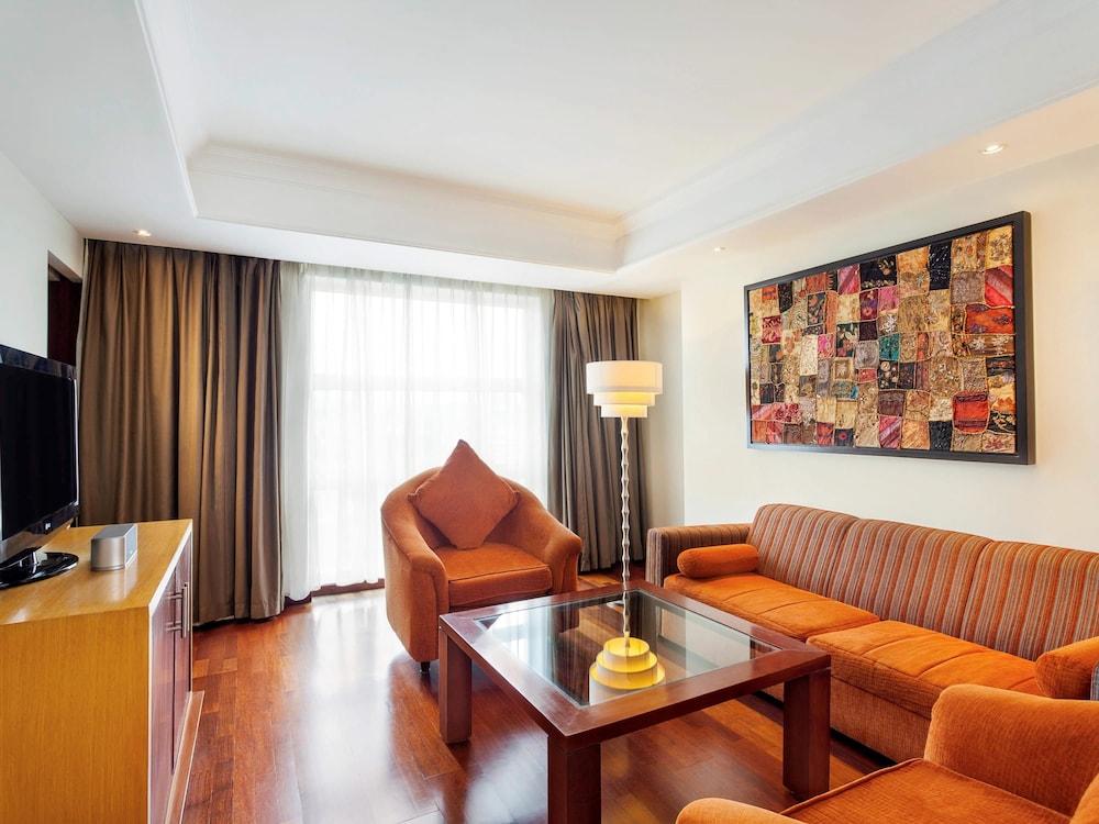 노보텔 세마랑(Novotel Semarang) Hotel Image 23 - Guestroom