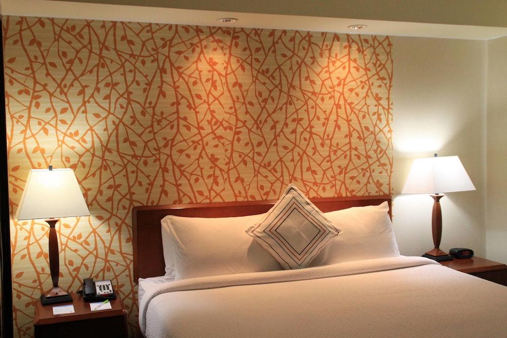페어필드 인 앤드 스위트 바이 메리어트 덴턴(Fairfield Inn and Suites by Marriott Denton) Hotel Image 1 - Guestroom