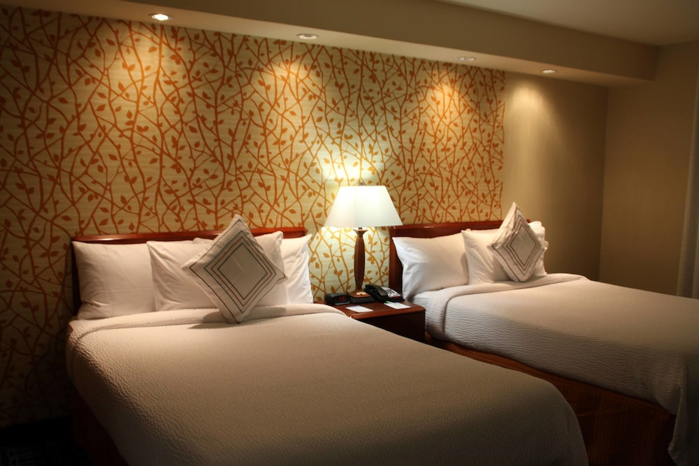 페어필드 인 앤드 스위트 바이 메리어트 덴턴(Fairfield Inn and Suites by Marriott Denton) Hotel Image 4 - Guestroom