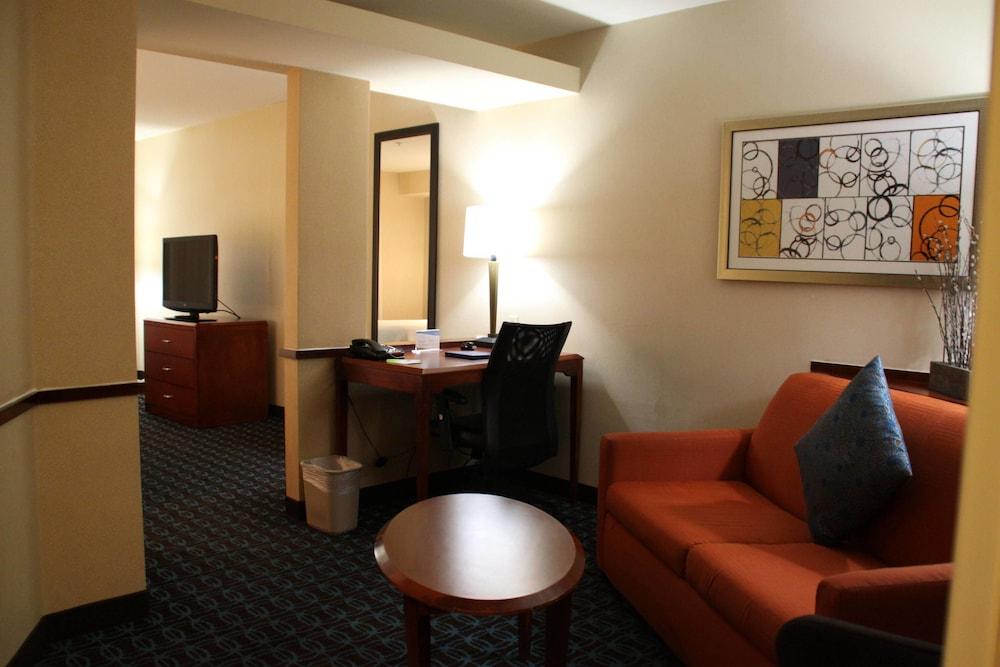 페어필드 인 앤드 스위트 바이 메리어트 덴턴(Fairfield Inn and Suites by Marriott Denton) Hotel Image 5 - Guestroom