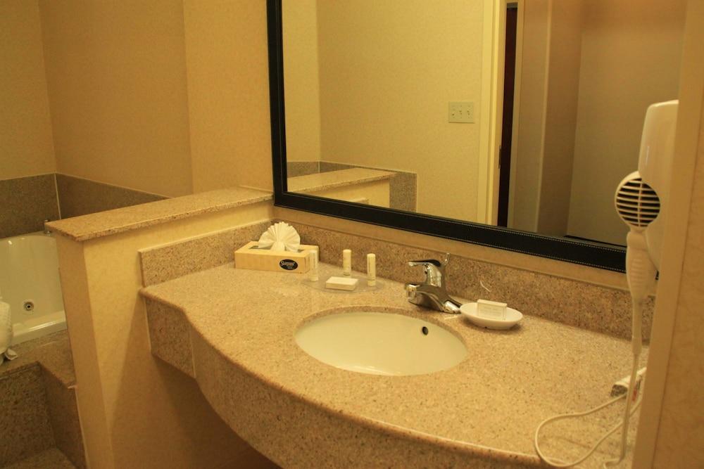 페어필드 인 앤드 스위트 바이 메리어트 덴턴(Fairfield Inn and Suites by Marriott Denton) Hotel Image 6 - Guestroom
