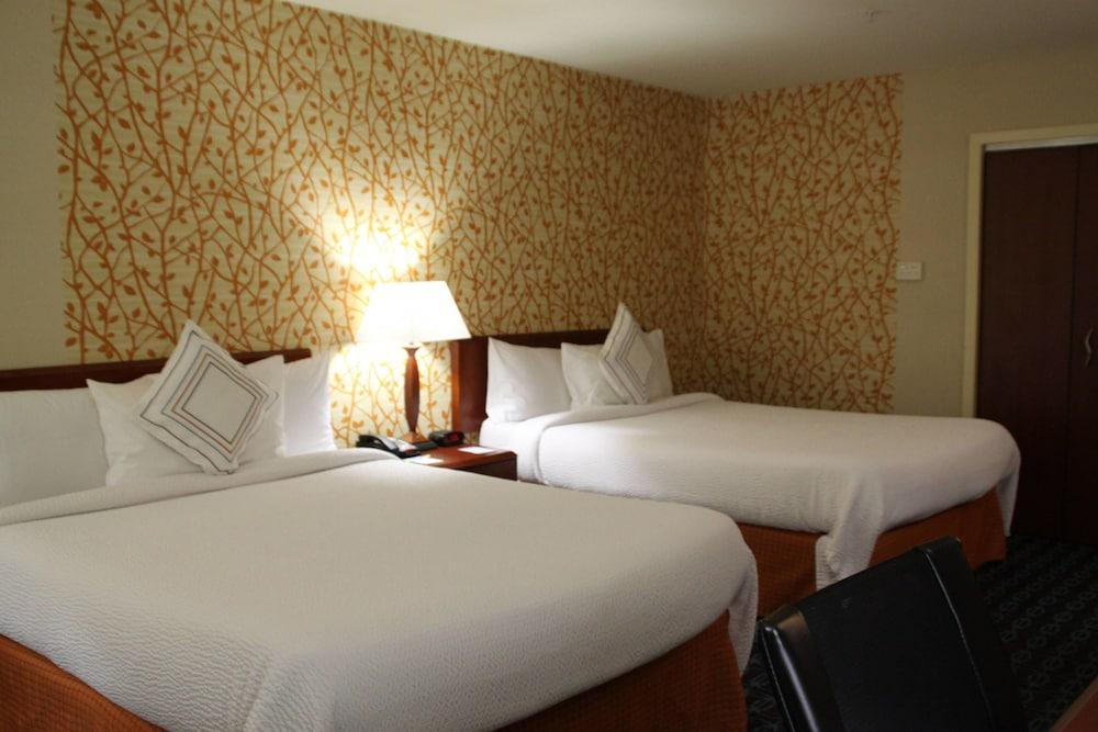 페어필드 인 앤드 스위트 바이 메리어트 덴턴(Fairfield Inn and Suites by Marriott Denton) Hotel Image 7 - Guestroom