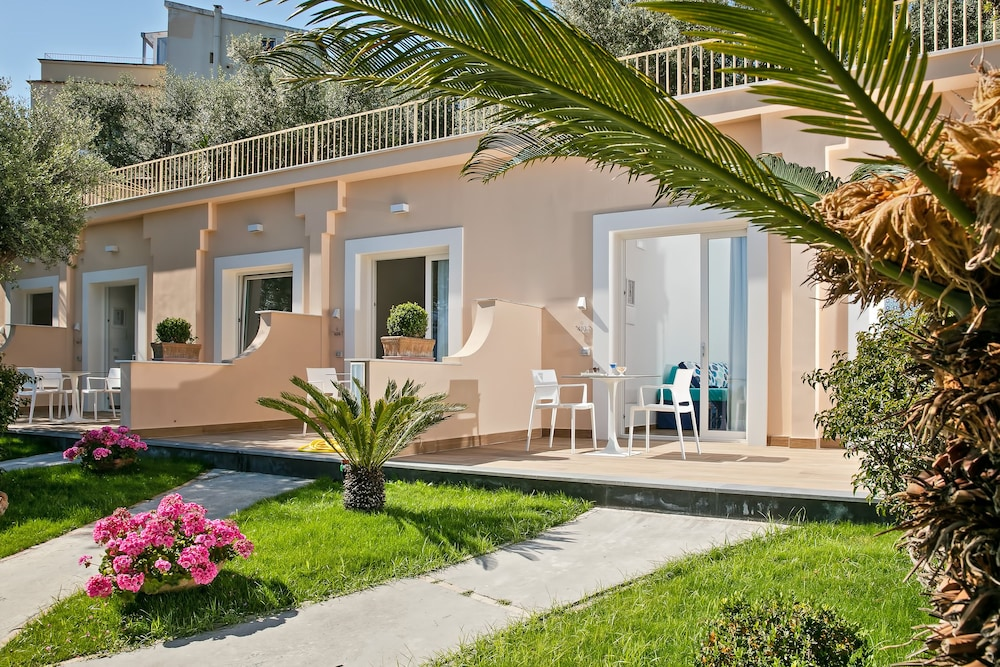 호텔 미라마레(Hotel Miramare) Hotel Image 18 - Terrace/Patio
