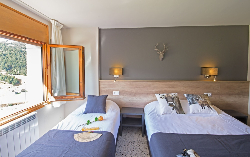 https://i.travelapi.com/hotels/2000000/1270000/1265500/1265414/8dcebc49_z.jpg