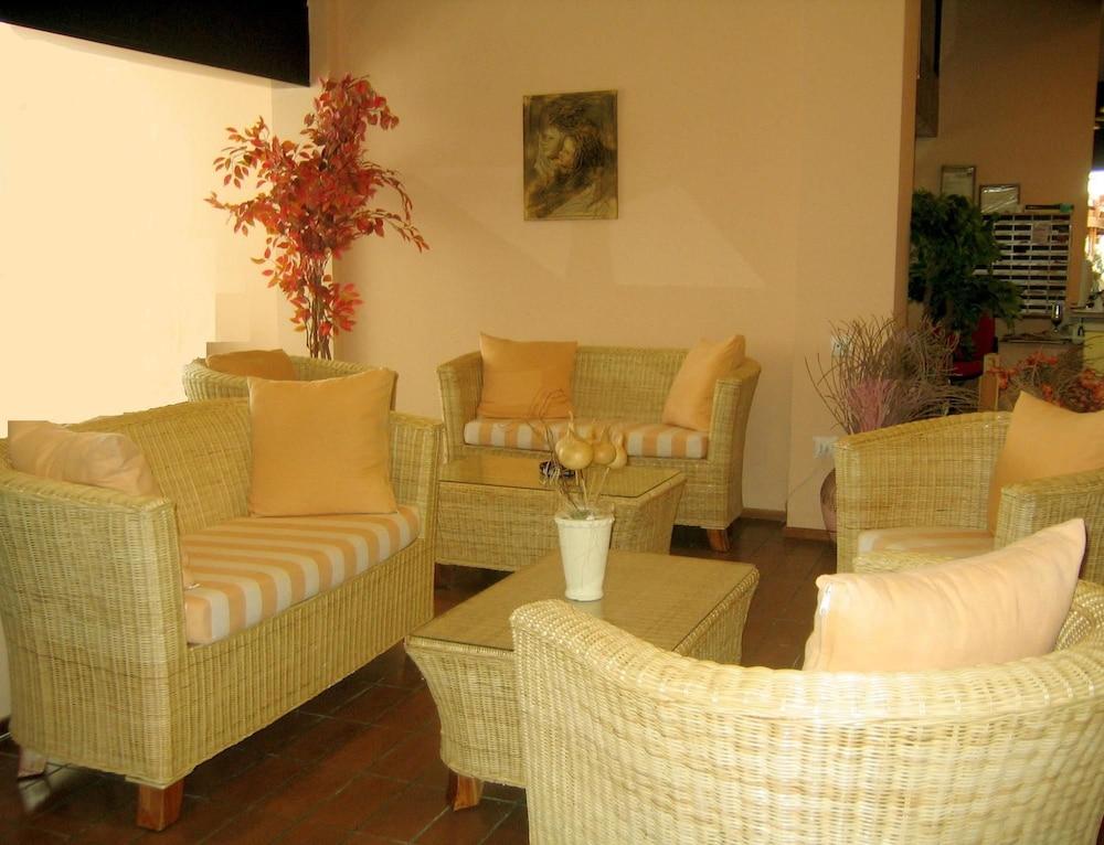 캐러벨 아파트먼트 호텔(Caravel Apartment Hotel) Hotel Image 0 - Lobby Sitting Area