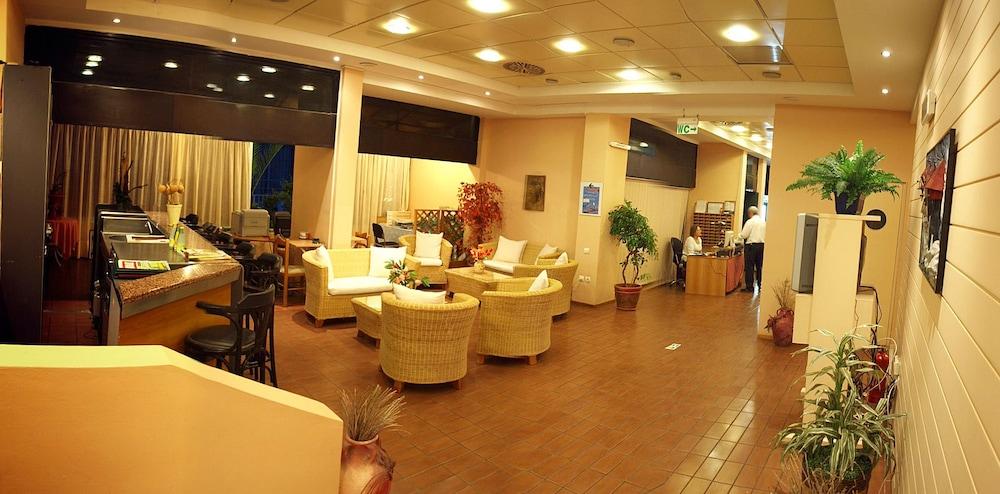 캐러벨 아파트먼트 호텔(Caravel Apartment Hotel) Hotel Image 1 - Lobby Sitting Area