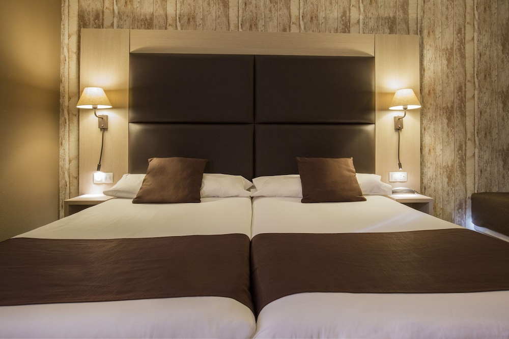https://i.travelapi.com/hotels/2000000/1270000/1269700/1269697/3d0977ff_z.jpg