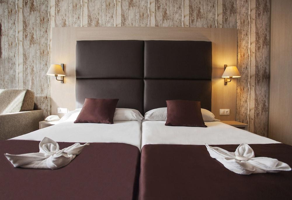 https://i.travelapi.com/hotels/2000000/1270000/1269700/1269697/55a475a5_z.jpg