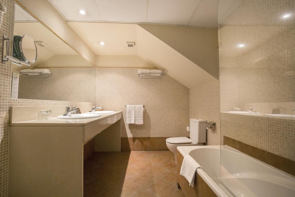 https://i.travelapi.com/hotels/2000000/1270000/1269700/1269697/c2e6e551_z.jpg