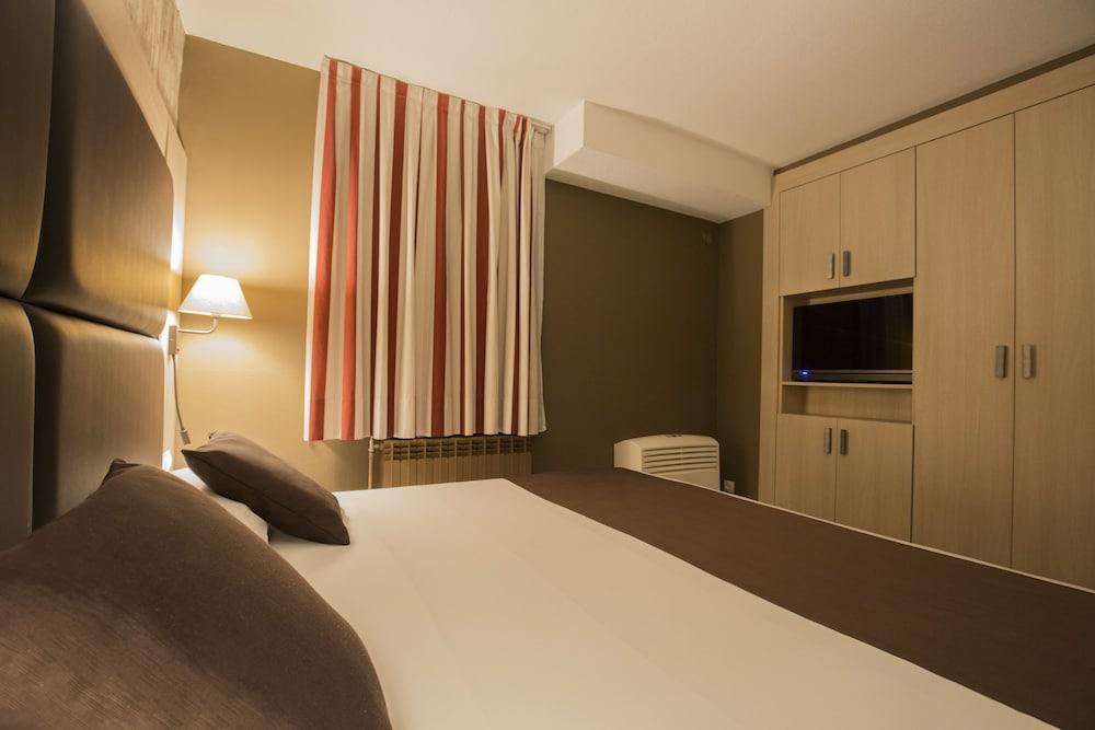 https://i.travelapi.com/hotels/2000000/1270000/1269700/1269697/e4b8cf98_z.jpg