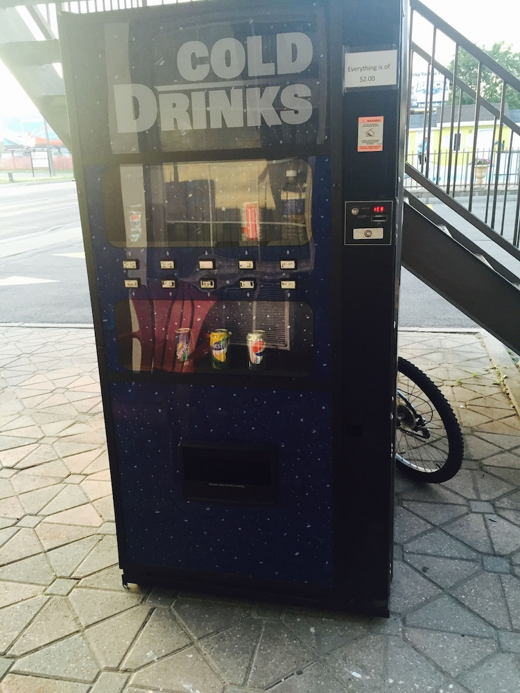 나이아가라 폴스 코트사이드 인(Niagara Falls Courtside Inn) Hotel Image 13 - Vending Machine