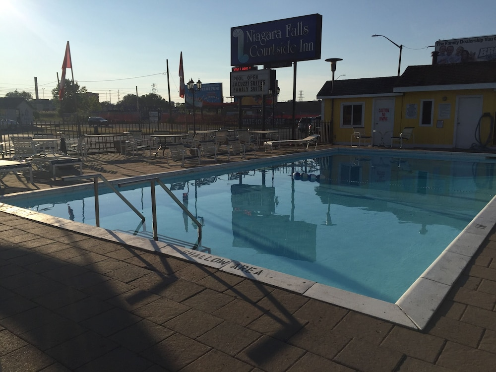 나이아가라 폴스 코트사이드 인(Niagara Falls Courtside Inn) Hotel Image 11 - Outdoor Pool