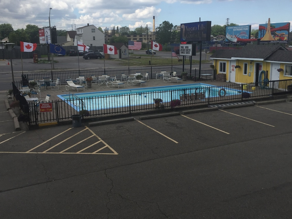 나이아가라 폴스 코트사이드 인(Niagara Falls Courtside Inn) Hotel Image 23 - Outdoor Pool