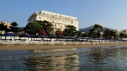 . Grand Hotel Mediterranee