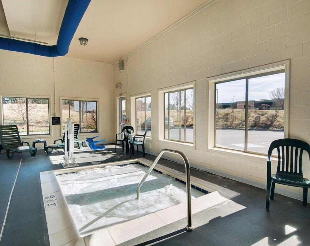 컴포트 스위츠(Comfort Suites) Hotel Image 12 - Pool