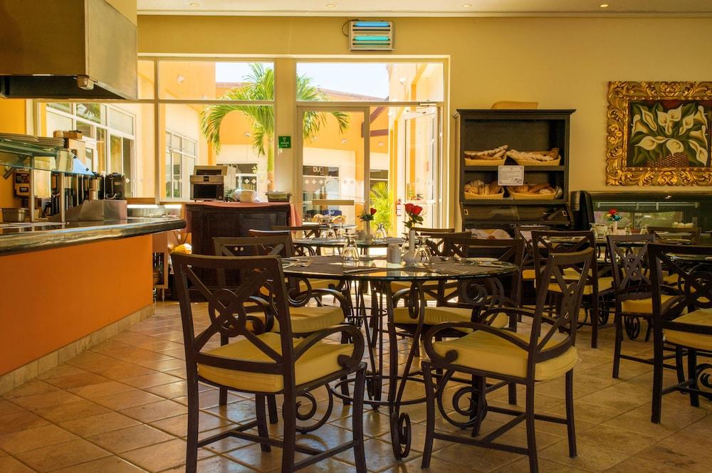 퀸타 델 솔(비용 일체 포함) 바이 솔마르(Quinta del Sol by Solmar) Hotel Image 20 - Hotel Bar