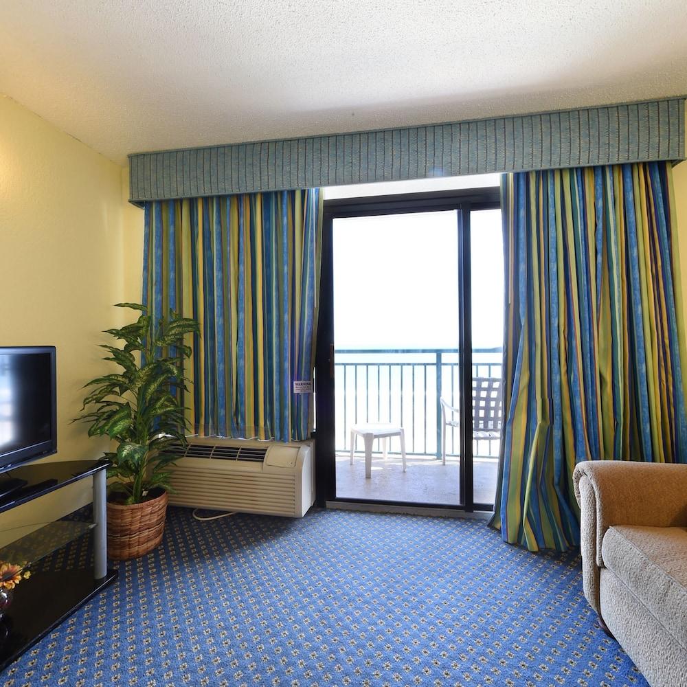 샌드캐슬 오션프런트 리조트 사우스비치(Sandcastle Oceanfront Resort South Beach) Hotel Image 37 - Living Area