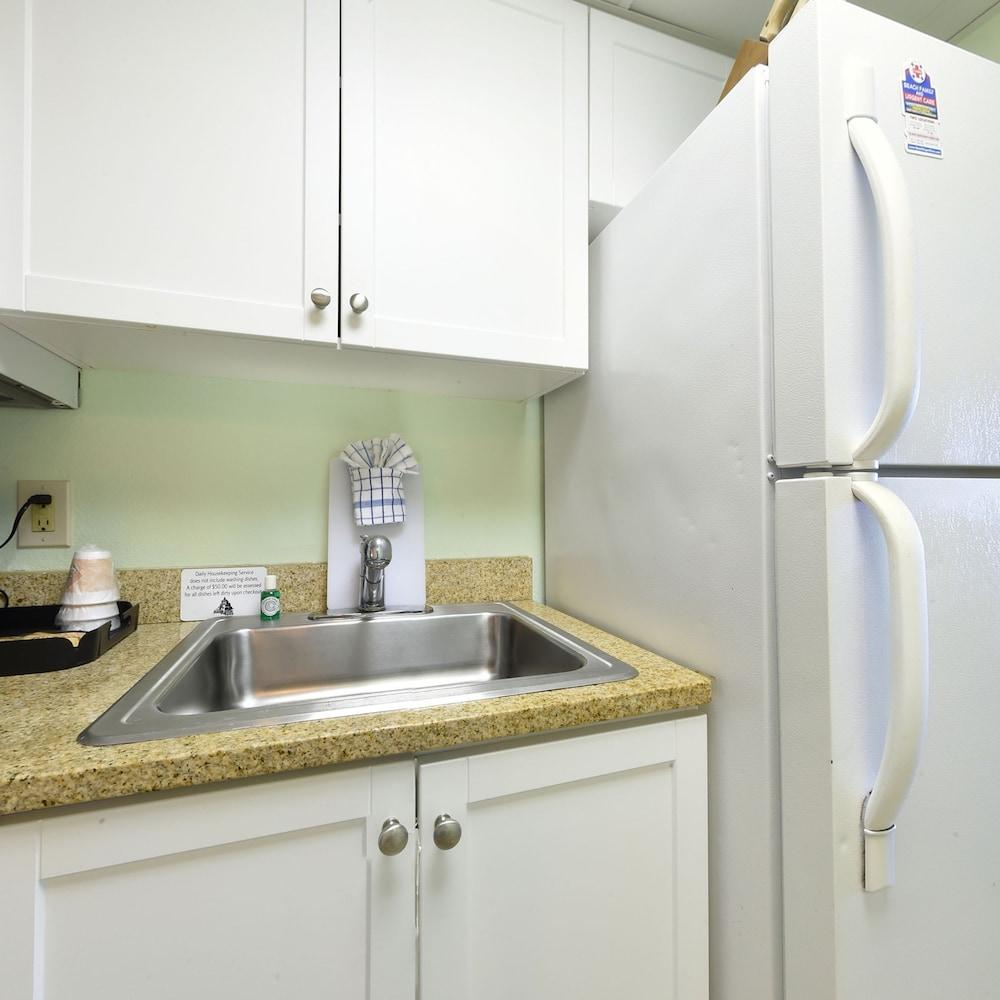 샌드캐슬 오션프런트 리조트 사우스비치(Sandcastle Oceanfront Resort South Beach) Hotel Image 29 - In-Room Kitchen