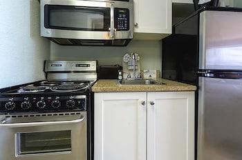 샌드캐슬 오션프런트 리조트 사우스비치(Sandcastle Oceanfront Resort South Beach) Hotel Image 32 - In-Room Kitchen