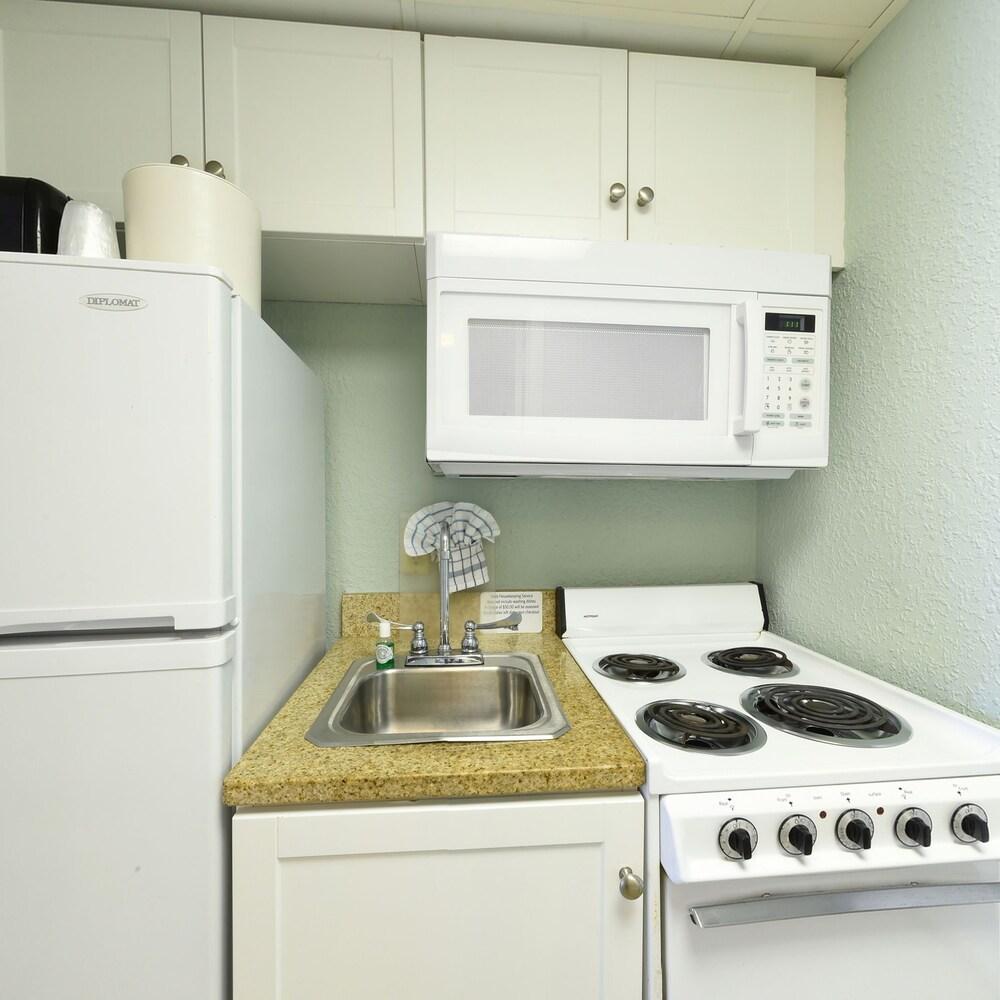 샌드캐슬 오션프런트 리조트 사우스비치(Sandcastle Oceanfront Resort South Beach) Hotel Image 11 - Guestroom