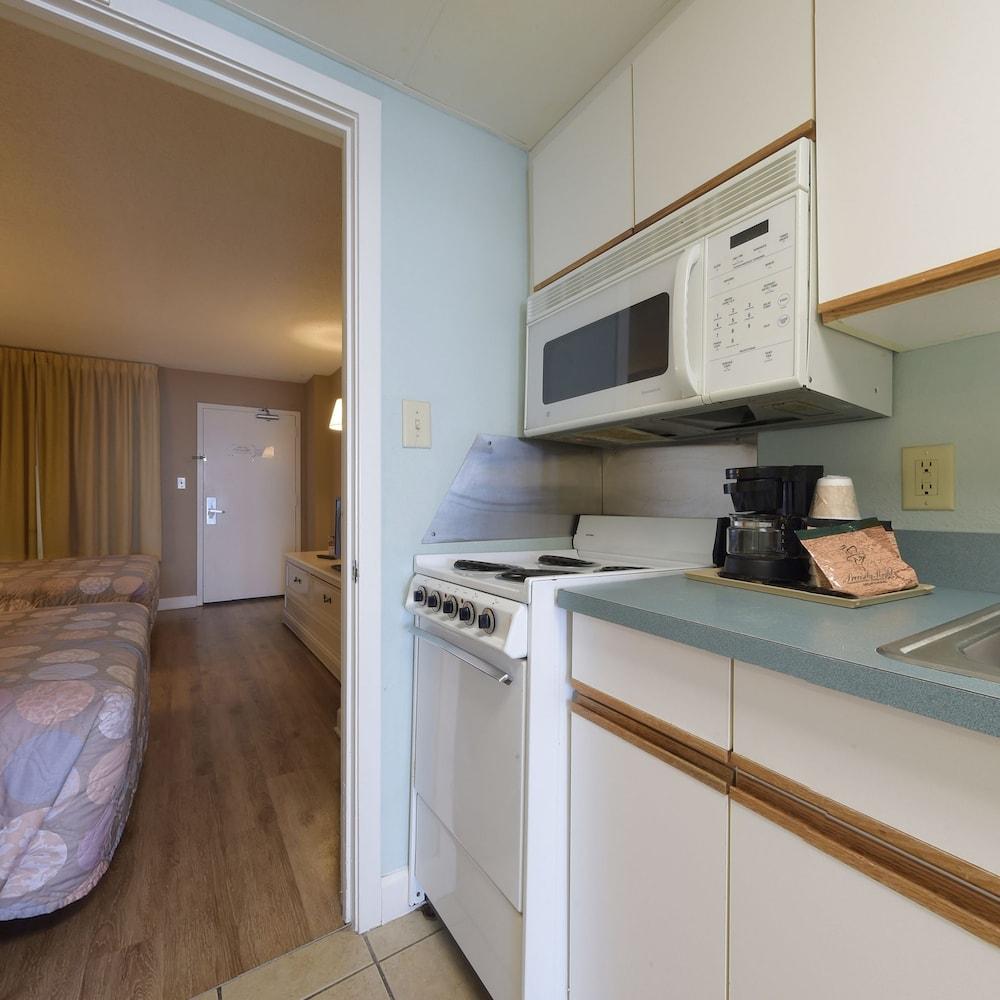 샌드캐슬 오션프런트 리조트 사우스비치(Sandcastle Oceanfront Resort South Beach) Hotel Image 27 - In-Room Kitchen