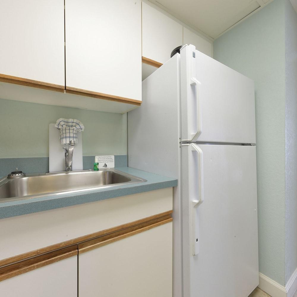샌드캐슬 오션프런트 리조트 사우스비치(Sandcastle Oceanfront Resort South Beach) Hotel Image 28 - In-Room Kitchen