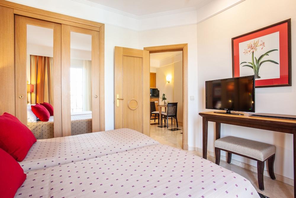 그루포텔 플라야 데 팔마 수이테스 앤드 스파(Grupotel Playa de Palma Suites & Spa) Hotel Image 8 - Guestroom