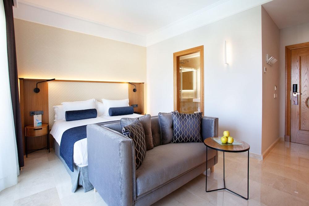 그루포텔 플라야 데 팔마 수이테스 앤드 스파(Grupotel Playa de Palma Suites & Spa) Hotel Image 9 - Guestroom