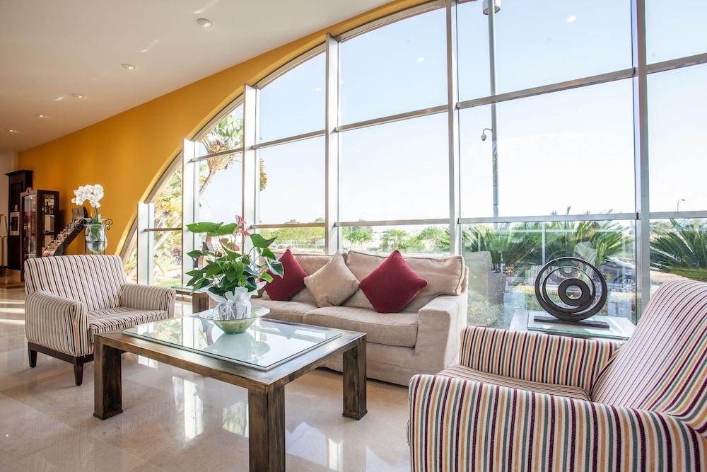 그루포텔 플라야 데 팔마 수이테스 앤드 스파(Grupotel Playa de Palma Suites & Spa) Hotel Image 3 - Reception