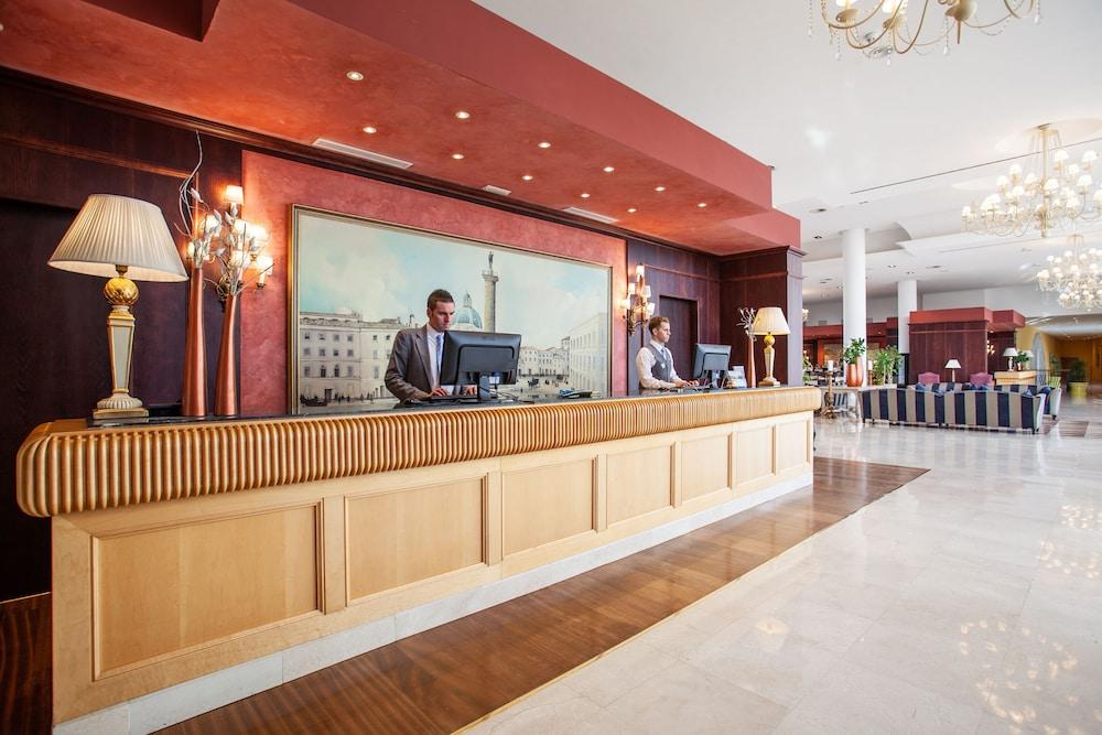 그루포텔 플라야 데 팔마 수이테스 앤드 스파(Grupotel Playa de Palma Suites & Spa) Hotel Image 4 - Reception