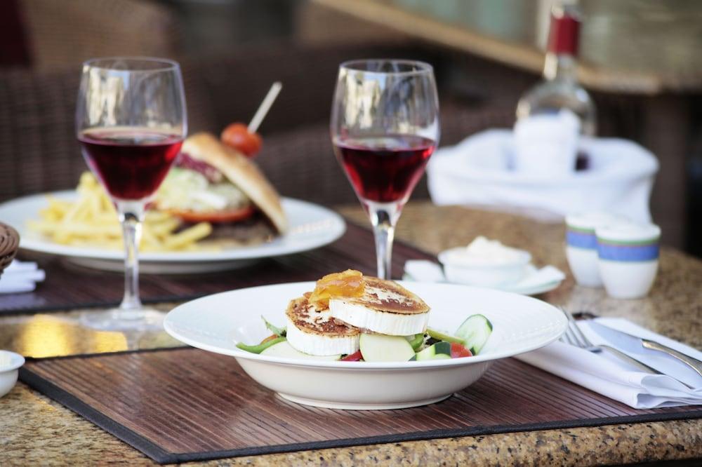 그루포텔 플라야 데 팔마 수이테스 앤드 스파(Grupotel Playa de Palma Suites & Spa) Hotel Image 43 - Food and Drink