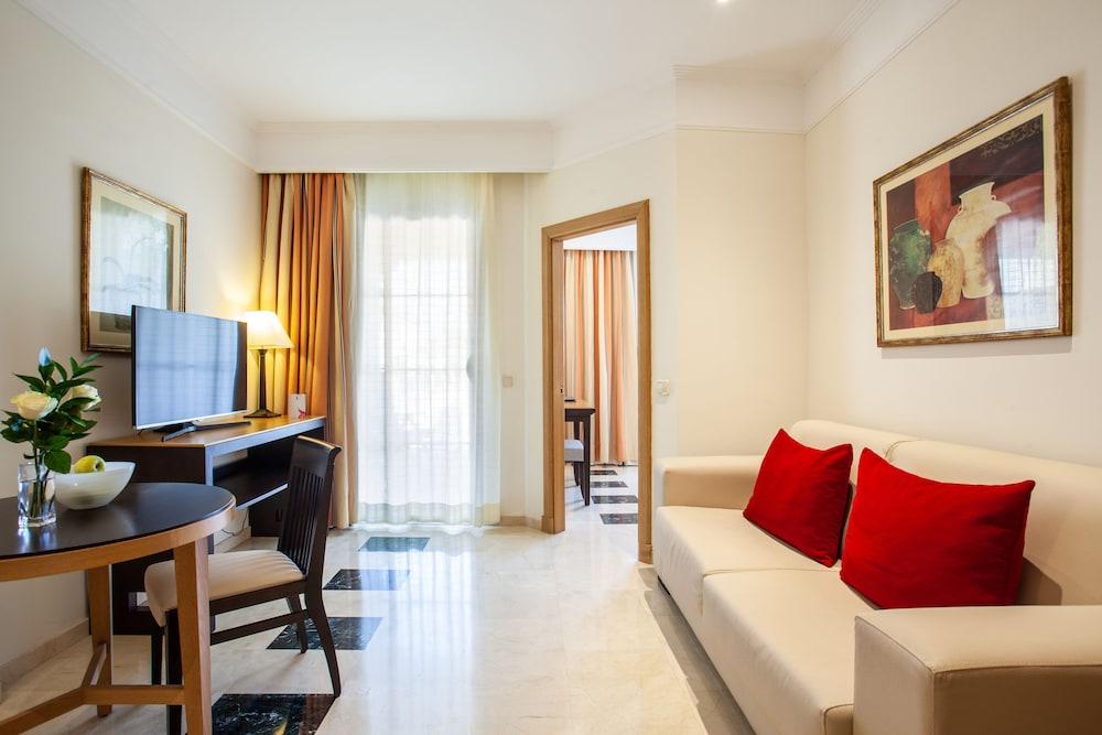 그루포텔 플라야 데 팔마 수이테스 앤드 스파(Grupotel Playa de Palma Suites & Spa) Hotel Image 15 - Guestroom