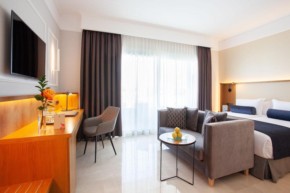 그루포텔 플라야 데 팔마 수이테스 앤드 스파(Grupotel Playa de Palma Suites & Spa) Hotel Image 12 - Guestroom